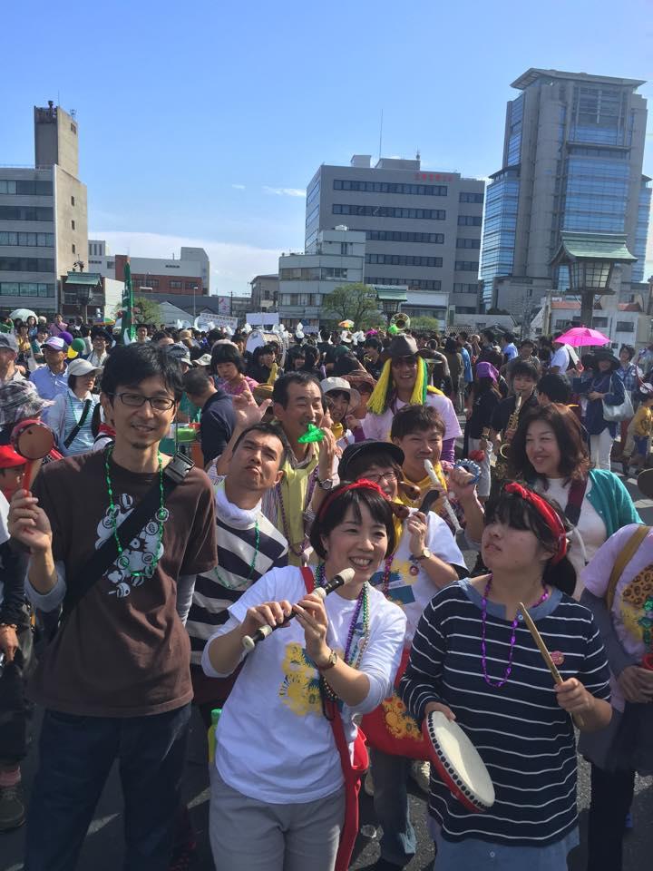 松江の町を練り歩く様子
